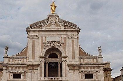 """Assisi: una statua della Madonna """"cammina"""""""