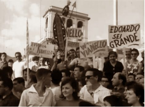Cantagiro: al Plaza Celentano in finestra, boato della folla
