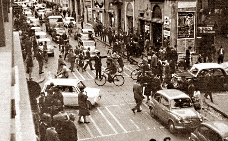 Traffico in corso Cornelio Tacito a Terni. Anni '60