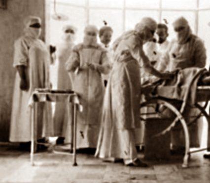 1926: muore durante l'intervento, ma il medico lo rianima