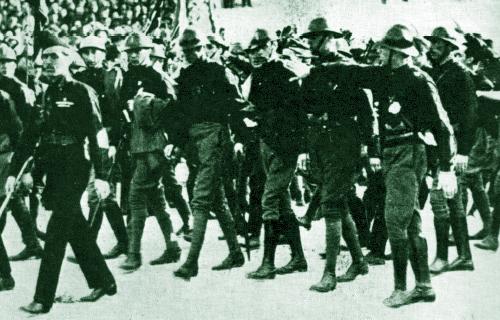 1921, spedizione punitiva dei fascisti di Foligno ad Assisi: pugnalato un Ardito
